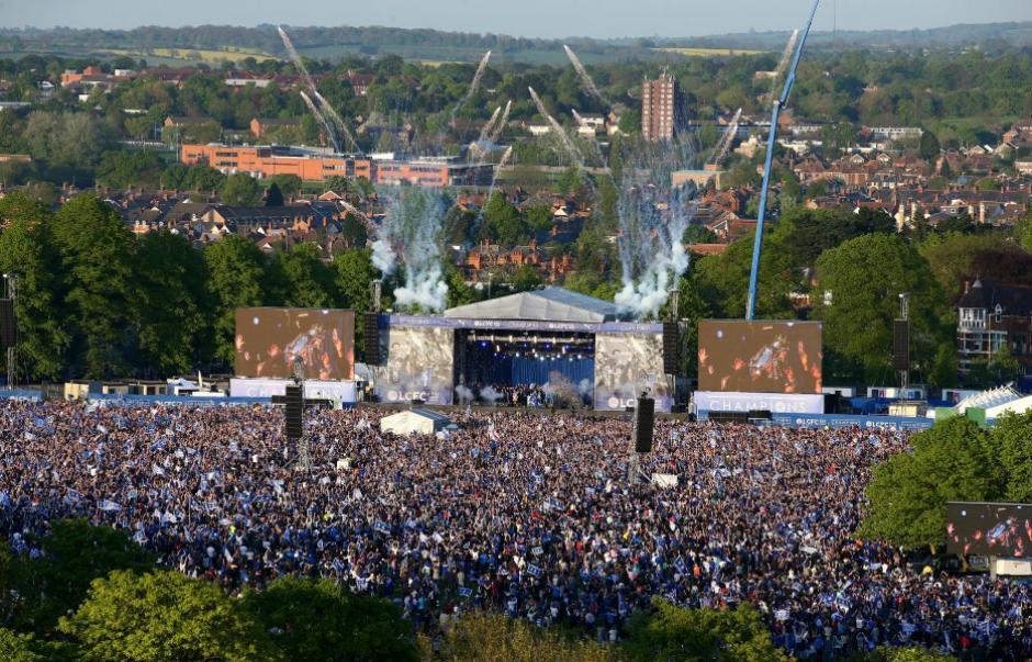 Unas 12 mil personas festejaron el título del Leicester. (Foto: Getty)