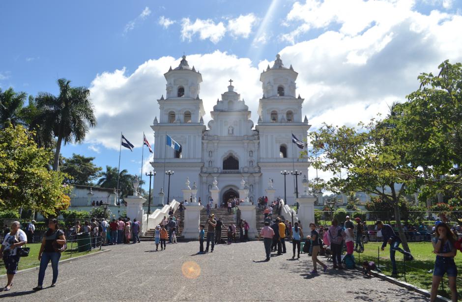 La Municipalidad de Esquipulas estima que unas 800 mil personas visiten la Basílica entre enero y abril de 2017. (Foto: Marlon Villeda/Nuestro Diario)