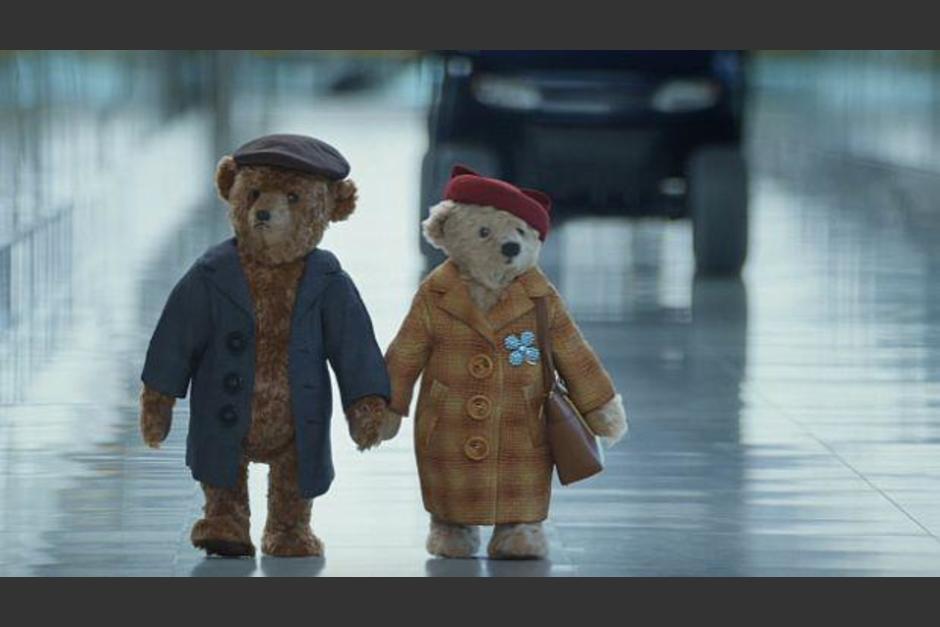 Uno de los primeros videos virales de Navidad es protagonizado por dos osos de peluche. (Foto: Captura de pantalla)