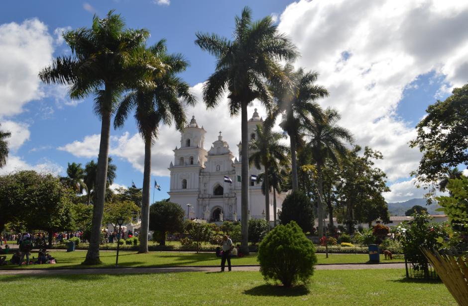 La Basílica de Esquipulas recibe el 15 de enero a miles de peregrinos que visitan al Cristo Negro. (Foto: Marlon Villeda/Nuestro Diario)
