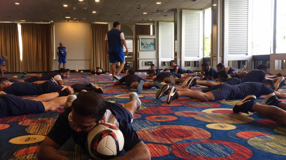 En el hotel los seleccionados realizaron movimientos físicos. (Foto: Luis Barrios/Soy502)