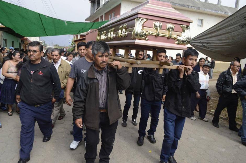 Este viernes enterraron a la víctima. (Foto: Hugo Barrios/Nuestro Diario)