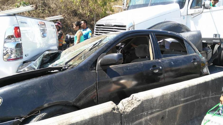Los carros quedaron destruidos. (Foto: Pampichi News Amatitlán)