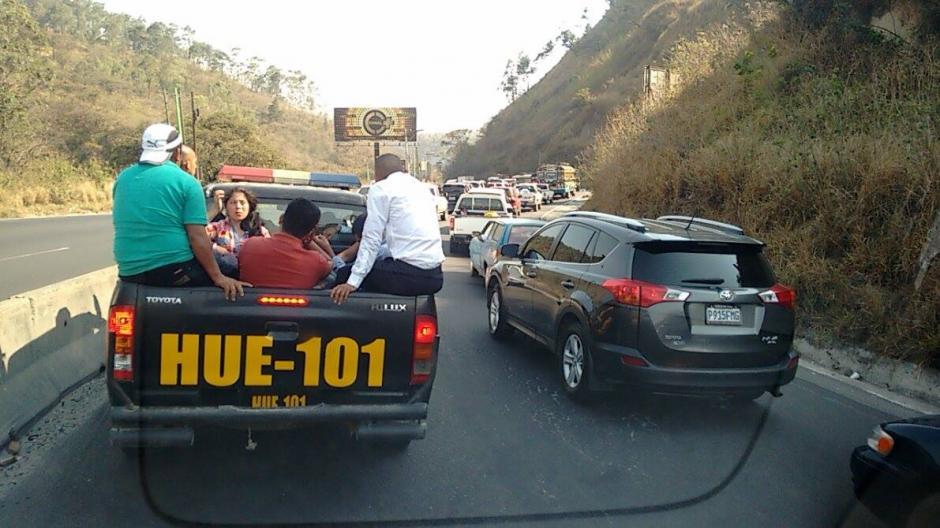 El accidente provocó largas filas de vehículos. (Foto: Wilder López/Soy502)