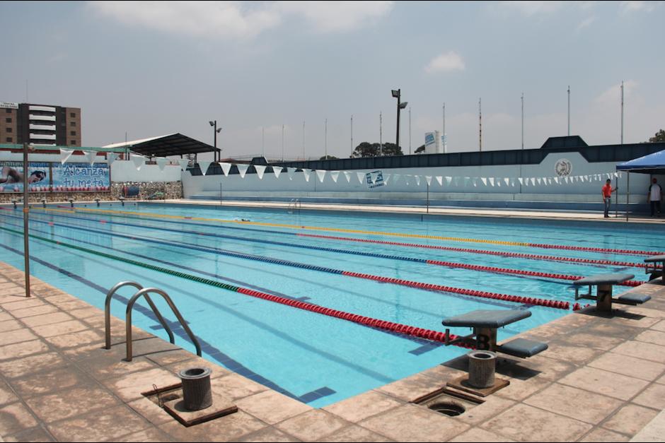 Según un reglamento aprobado por el Mineduc en 2007 una piscina debe tener como máxima profundidad 1.50 metros y la del colegio tiene 2.70. (Foto: Digef)