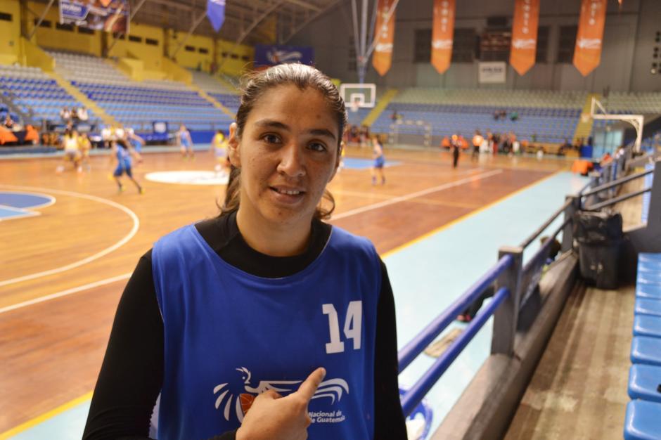 Vanessa Vásquez resaltando el número 14, dorsal que la ha acompañado durante toda su carrera. (Foto: Pablo Cuevas)