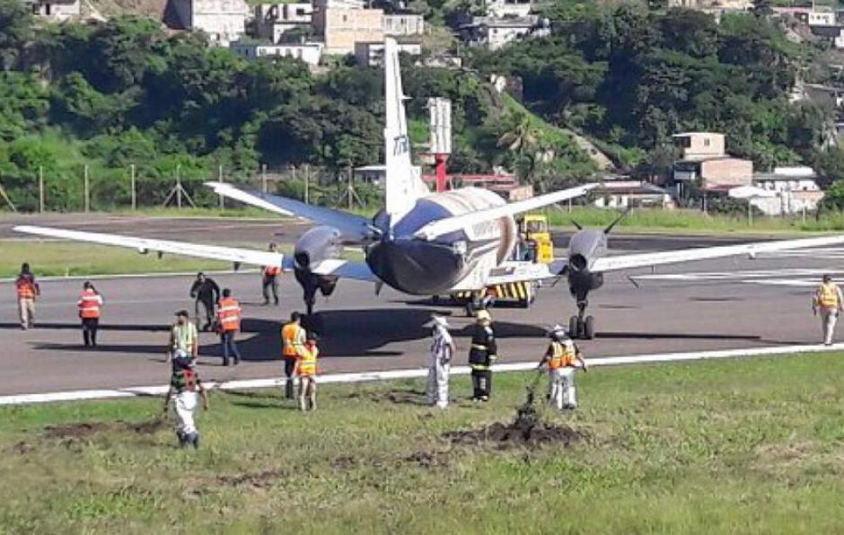 Esto provocó que la aeronave se desnivelara y la hélice derecha chocaea contra el suelo. (Foto: Grupo OPSA)