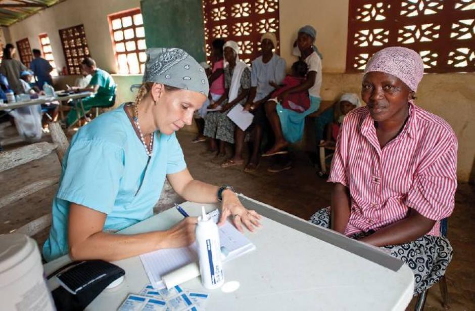 También puedes apoyar en el área de salud de Haití dependiendo de tus conocimientos. (Foto: Save Their Lives)