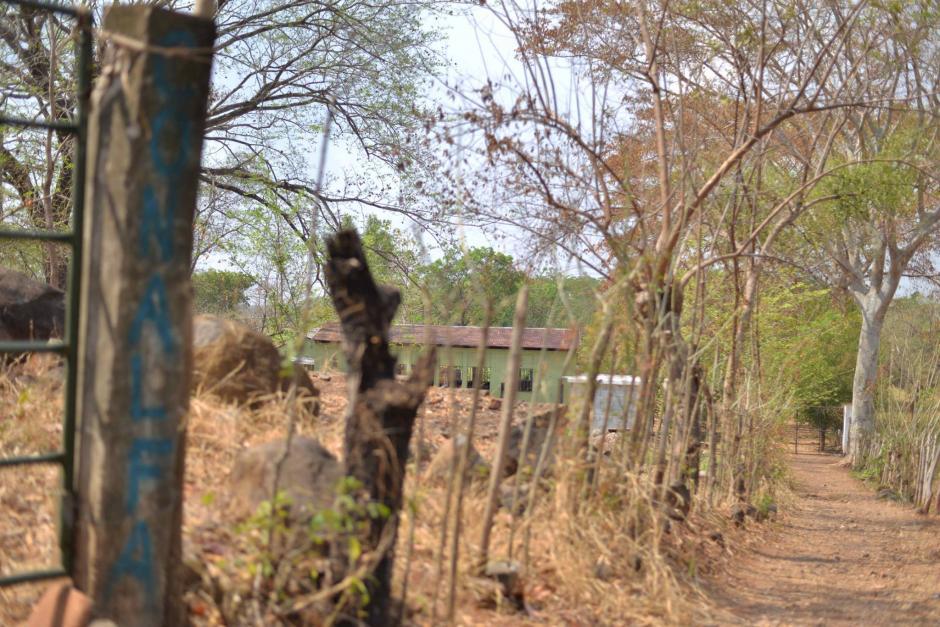 Este es el ingreso a la escuela donde ocurrió el hecho. No hay ninguna seguridad. (Foto: Wilder López/Soy502)