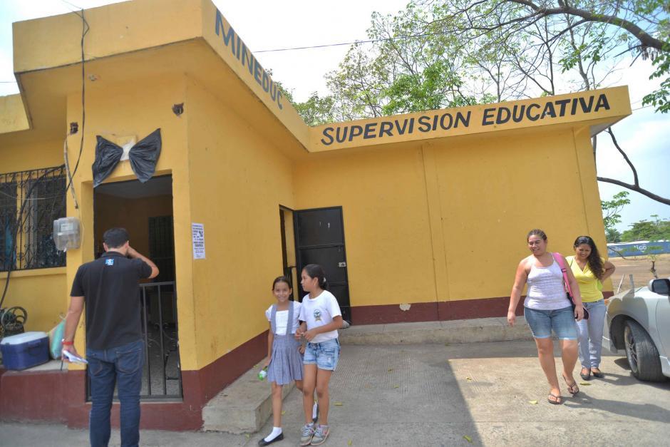 En la supervisión de educación también se muestra el luto. (Foto: Wilder López/Soy502)