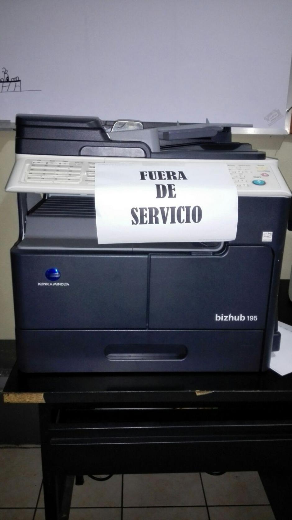 La fotocopiadora fuera de servicio es ejemplo de la precariedad en los insumos. (Foto: PDH)