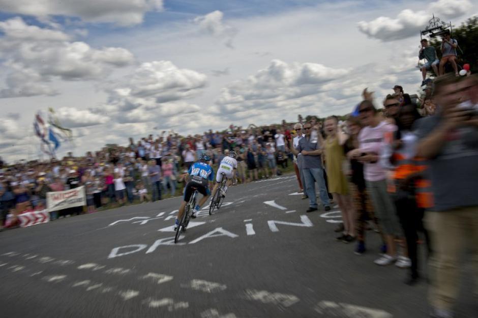 Jan BartaDe República Checa (I)y el francés Jean-Marc Bideau viajan en una escapada durante la tercera etapa de 155 kilometros de la 101 edición de la carrera ciclista Tour de Francia el 07 de julio 2014 entre Cambridge y Londres, el suroeste de Inglaterra. (Foto: AFP / JEFF PACHOUD)