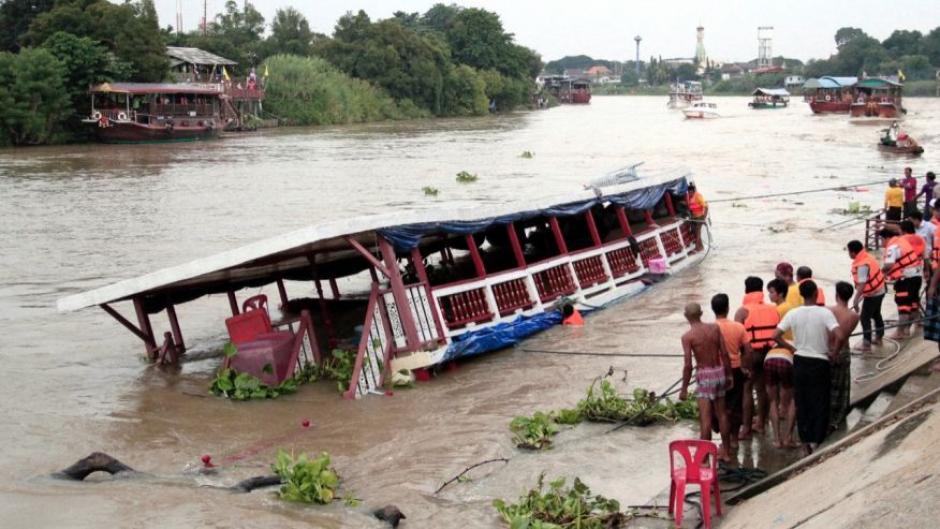 Los rescatistas continúan buscan a los desaparecidos en el río Chao Praya. (Foto: foxnews.com)