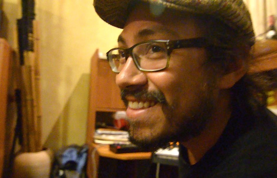 """Alex Hentze agrega sus """"beats electrónicos"""" y sintetizadores. (Foto: Selene Mejía/Soy502)"""