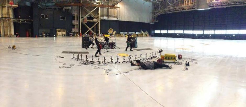 Un hangar fue parte de las locaciones seleccionadas para este trabajo. (Foto: Frame & Beat)