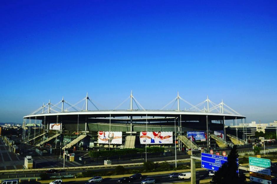 El estadio cuenta con una grada retráctil que deja al descubierto la pista de atletismo. (Foto: Facebook/Stade de France)