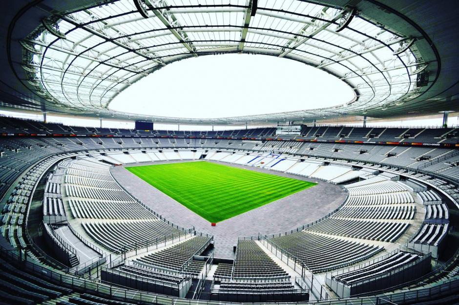 La forma elíptica del techo protege del sol a los asistentes. (Foto: Facebook/Stade de France)