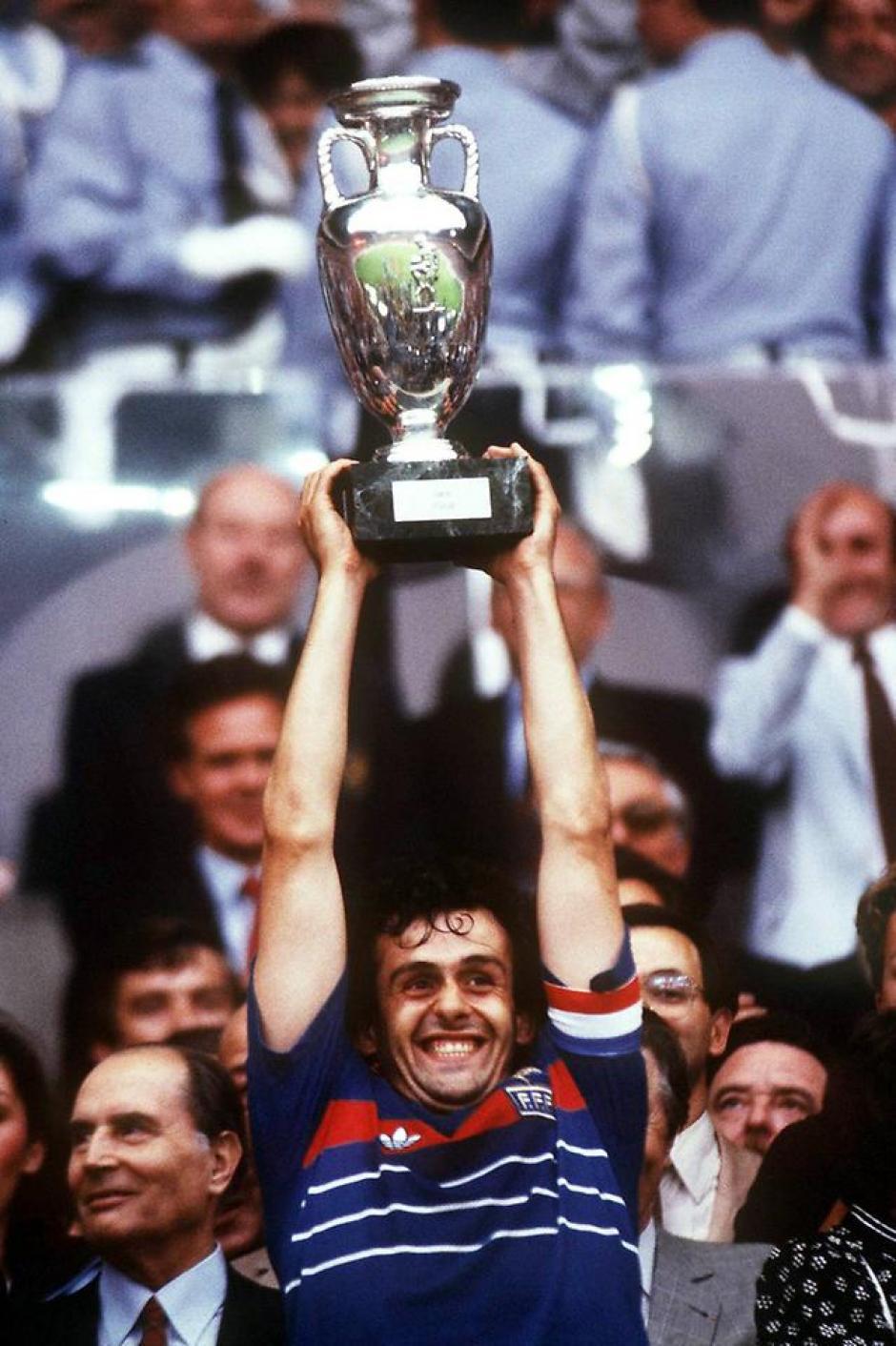 Michel Platini levantó la Eurocopa con Francia como local en 1984. (Foto: elmundo.es)