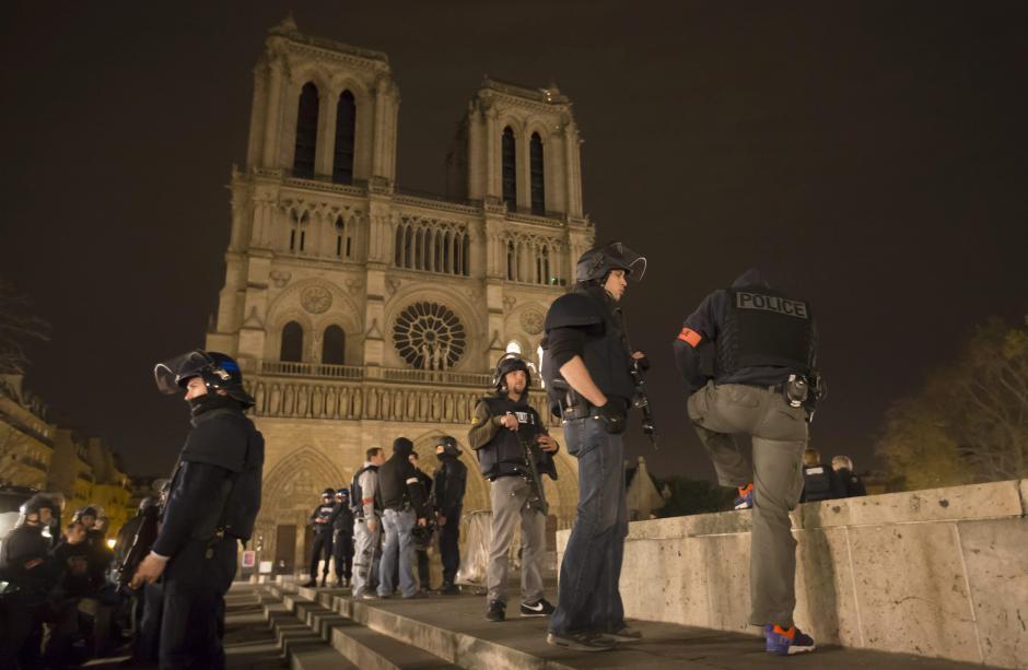 Las autoridades francesas realizan patrullajes en toda la ciudad. El país entero se encuentra en alerta. (Foto:EFE)