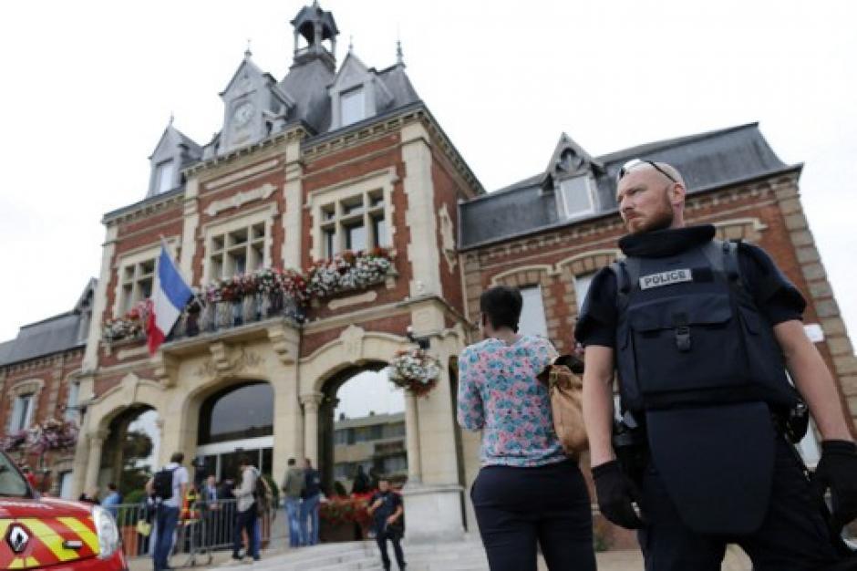 La toma de rehenes en una iglesia en Francia dejó un sacerdote muerto: (Foto: AFP)