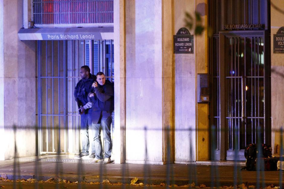 Las autoridades francesas detallan que abatieron a tres de los cuatro terroristas que secuestraron a un centenar de personas en una sala de conciertos(Foto: EFE)