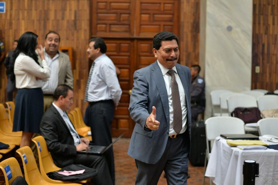 El abogado Francisco García Gudiel ingresa a la sala de vistas. (Foto: Wilder López/Soy502)