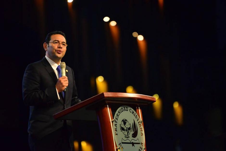 Finalmente Jimmy Morales dio su discurso ante la comunidad evangélica. (Foto: Jesús Alfonso/Soy502)