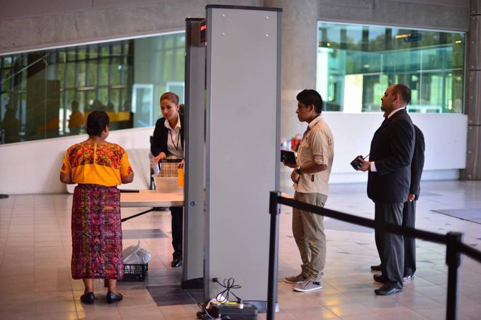 El ingreso a la Megafrater en San Cristóbal fue difucultoso para los registros de seguridad. (Foto: Jesús Alfonso/Soy502)