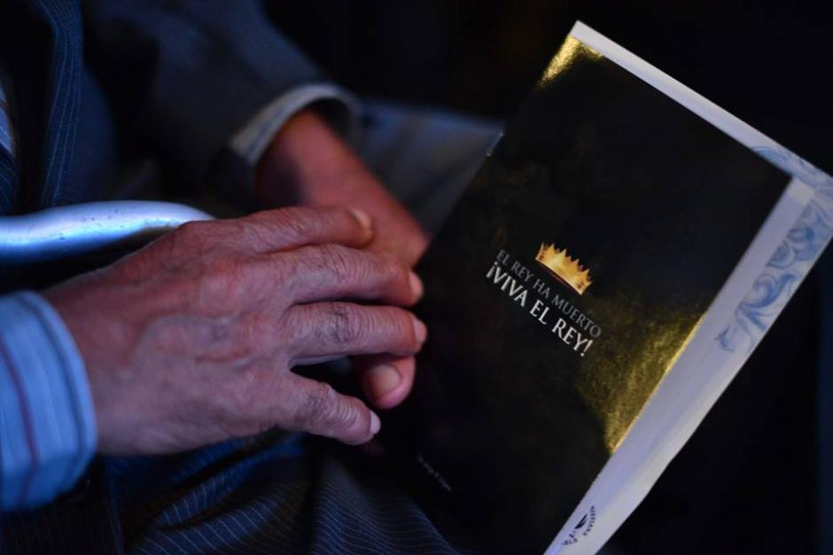Uno de los textos que portaban los asistentes al acto religioso. (Foto: Jesús Alfonso/Soy502)