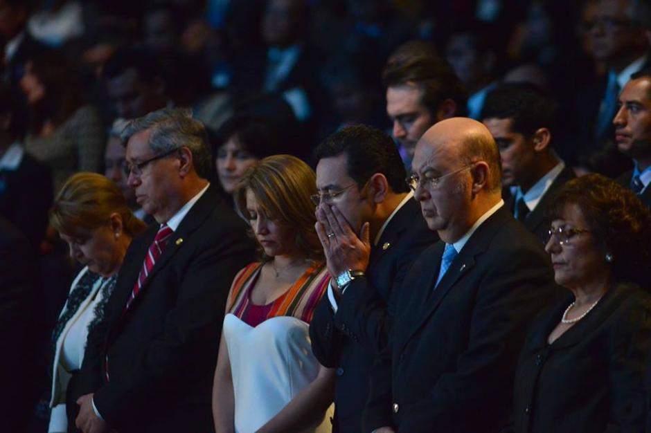El presidente Jimmy Morales junto a su esposa y el pastor Jorge H. López. (Foto: Jesús Alfonso/Soy502)