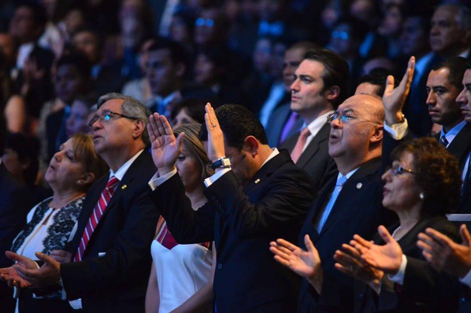 Durante el inicio del evento se realizaron oraciones. (Foto: Jesús Alfonso/Soy502)