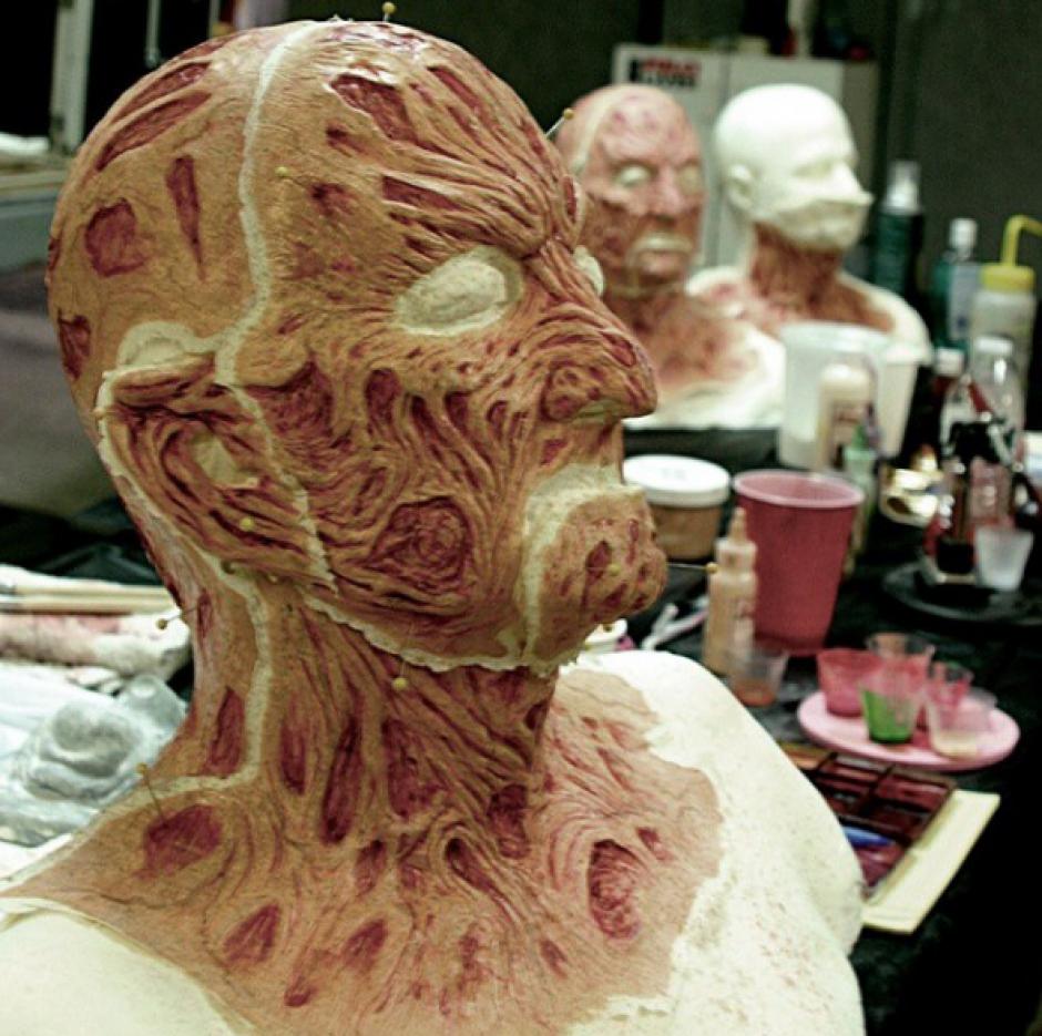 Para crear el rostro quemado de Fredy Krueger se llevan varias horas. (Foto: Robert B. Englund/Instagram)