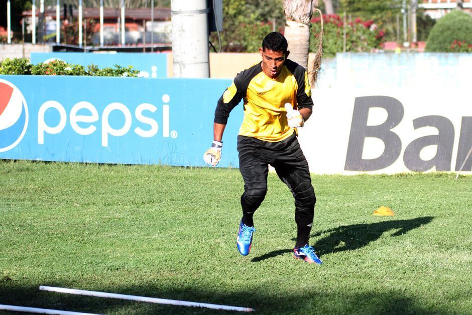 Fredy Pérez en pleno trabajo al mando de Rogelio Flores. (Foto: Luis Barrios/Soy502)