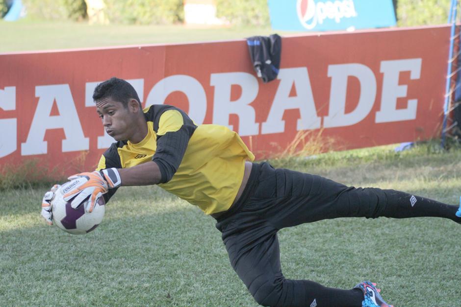 Fredy Pérez en pleno entrenamiento con la selección nacional que dirige Claverí. (Foto: Luis Barrios/Soy502)
