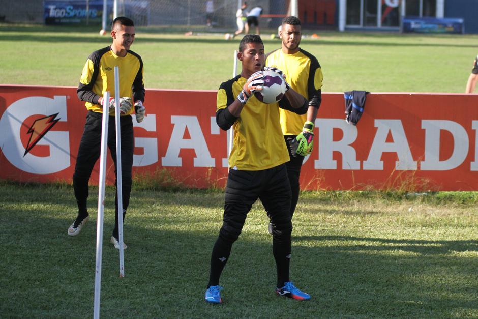 Pérez se entrenó junto a los otros tres porteros convocados. (Foto: Luis Barrios/Soy502)