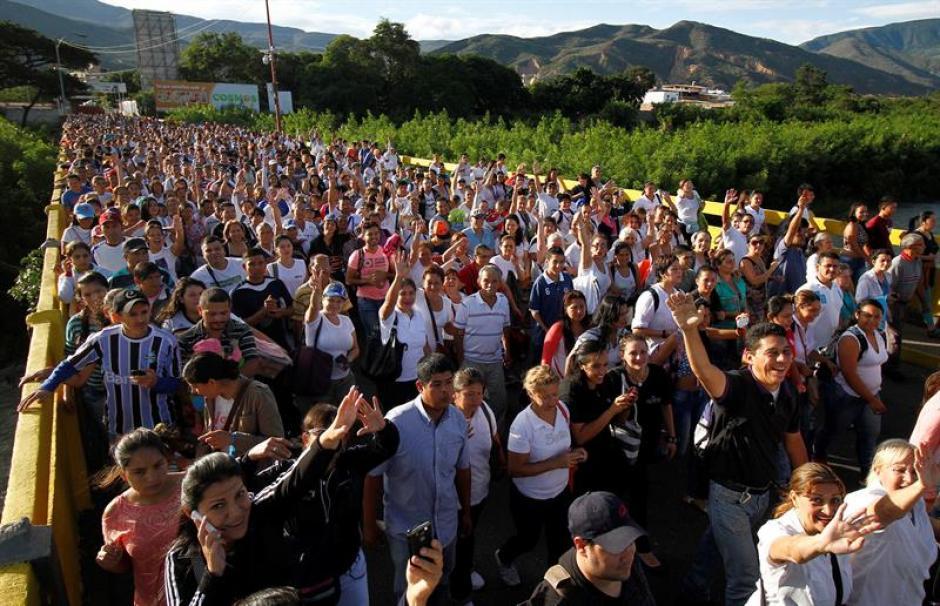 Más de 35 mil venezolanos cruzaron la frontera con Colombia. (Foto: EFE)