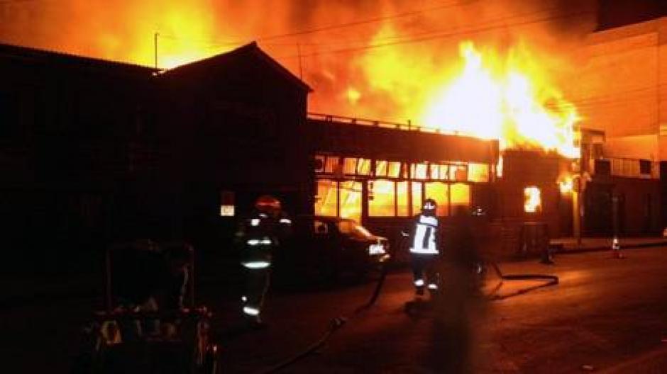 Un restaurante arde en Iquique luego del terremoto, no se reportan víctimas. (Foto:AFP)