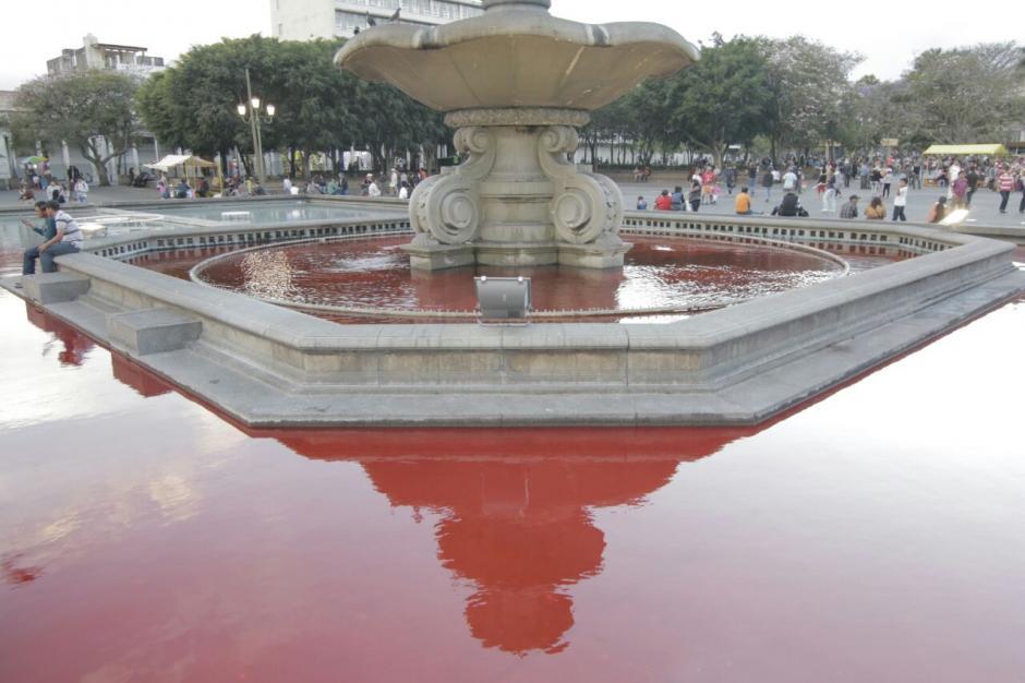 Así luce la fuente en el Parque Central de Guatemala. (Foto: Alejandro Balan/Soy502)