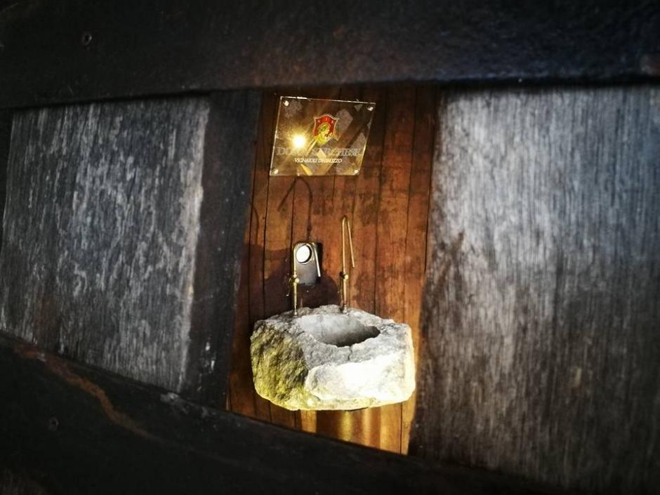 La fuente es utilizada por quienes visitan uno de los templos más tradicionales de la capital italiana. (Foto: Fausto Di Nella/Facebook)