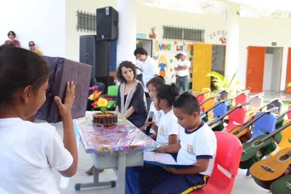 Gaby realizó un taller musical con los alumnos. (Foto: Esther García y Elly de Dardón)