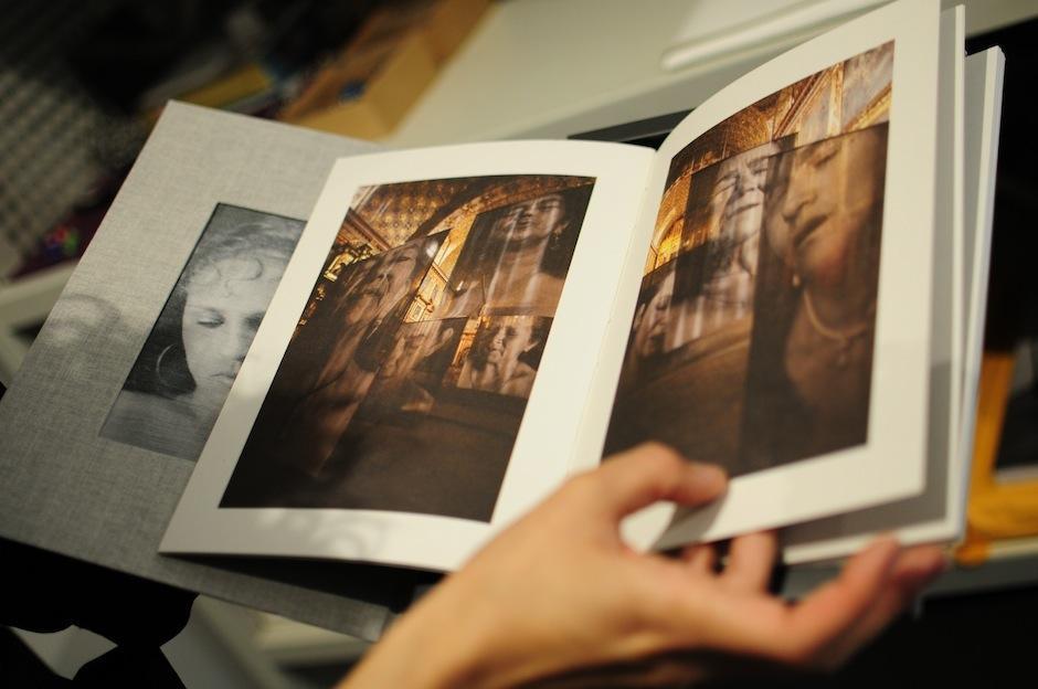 Documentos que por su rareza o número escaso de copias son cuidados celosamente. (Foto: Alejandro Balán/Soy502)