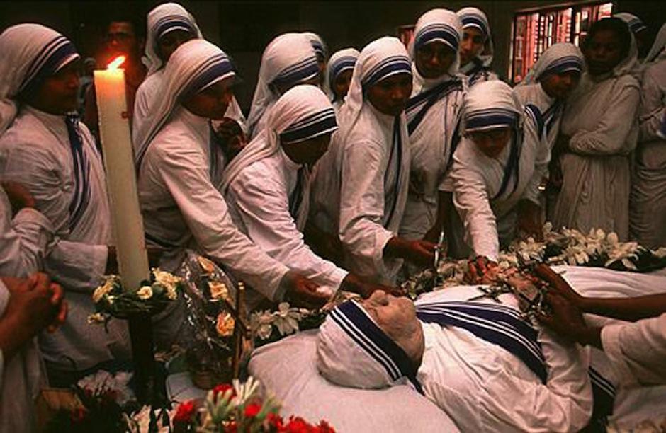 La madre Teresa de Calcuta inspiró a millones de personas alrededor del mundo, su partida es una de las más tristes de la historia de la religión cristiana. (Foto: Meteorodeperu)