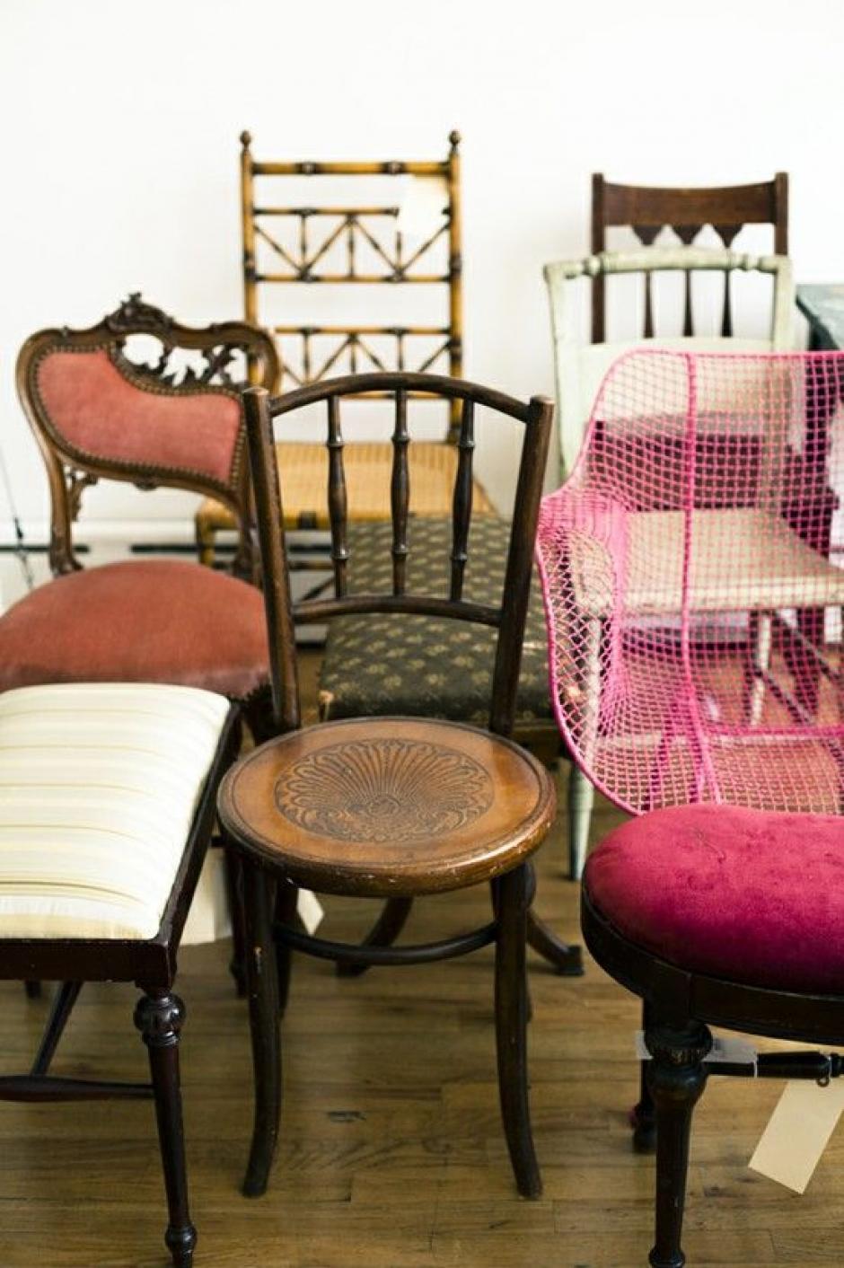 Fusiona e integra: Si cuentas con varios muebles antiguos pero diferente estilo, puedes crear un espacio bastante interesante dejando siempre la pieza con su esencia antigua.