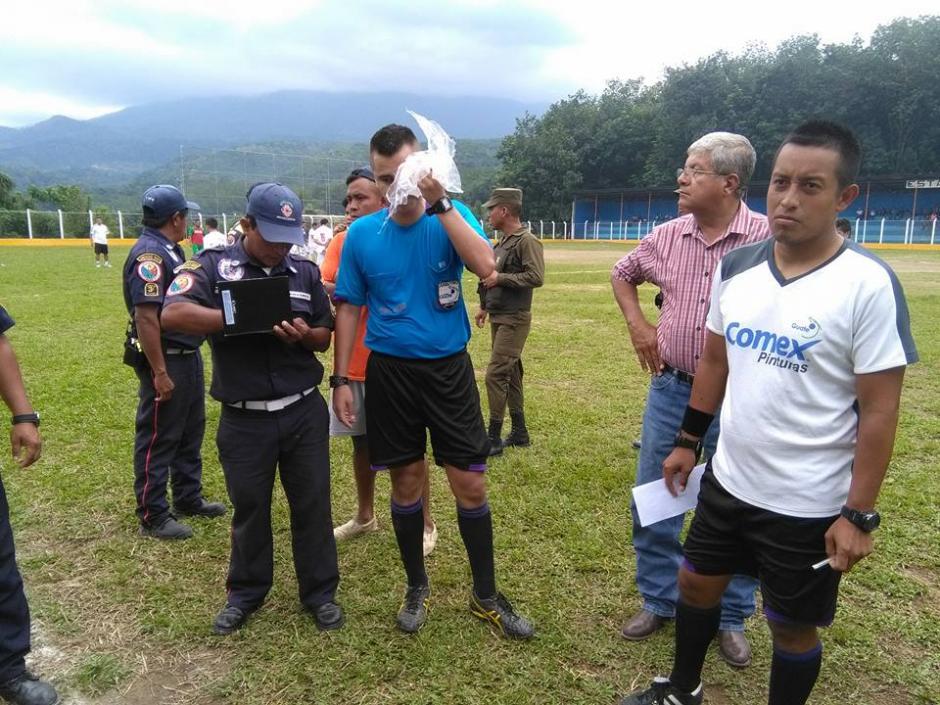 La agresión se registró luego de que el árbitro mostró la tarjeta roja. (Foto: Servicable Canal 14/Facebook)