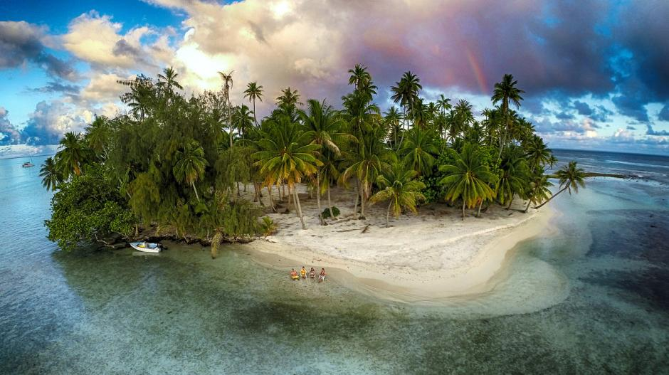 Un grupo de amigos se tomaron un momento para ver el atardecer y lograron capturar el momento en una de las islas en la Polinesia Francesa. (Foto: Marama Photo Video/dronestagram)
