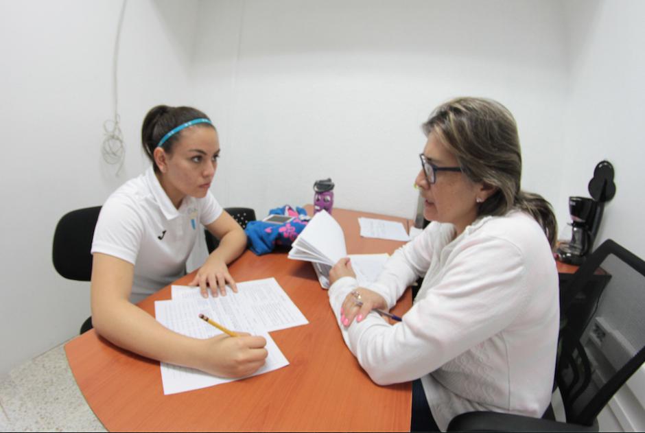 Al concluir las pruebas, la atleta respondió un test psicológico. (Foto: Luis Barrios/Soy502)