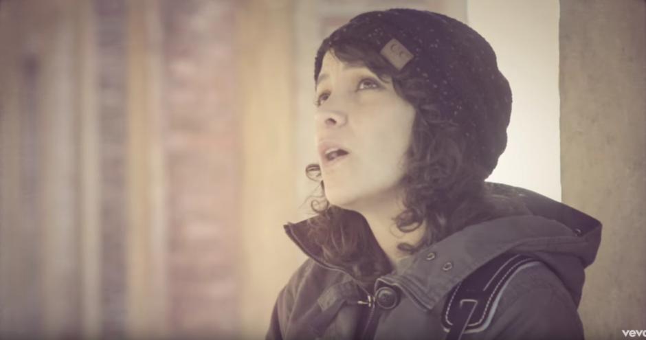 Gaby dedica esta canción al valor de la familia y la amistad y la unión en las buenas y malas. (Foto: captura de pantalla)