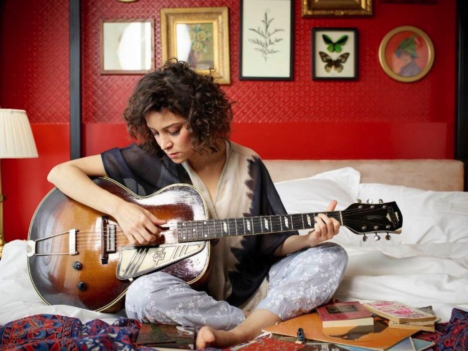 """""""Se apagó"""" es un rítmico blues que habla del final de una relación. (Foto: Gaby Moreno oficial)"""