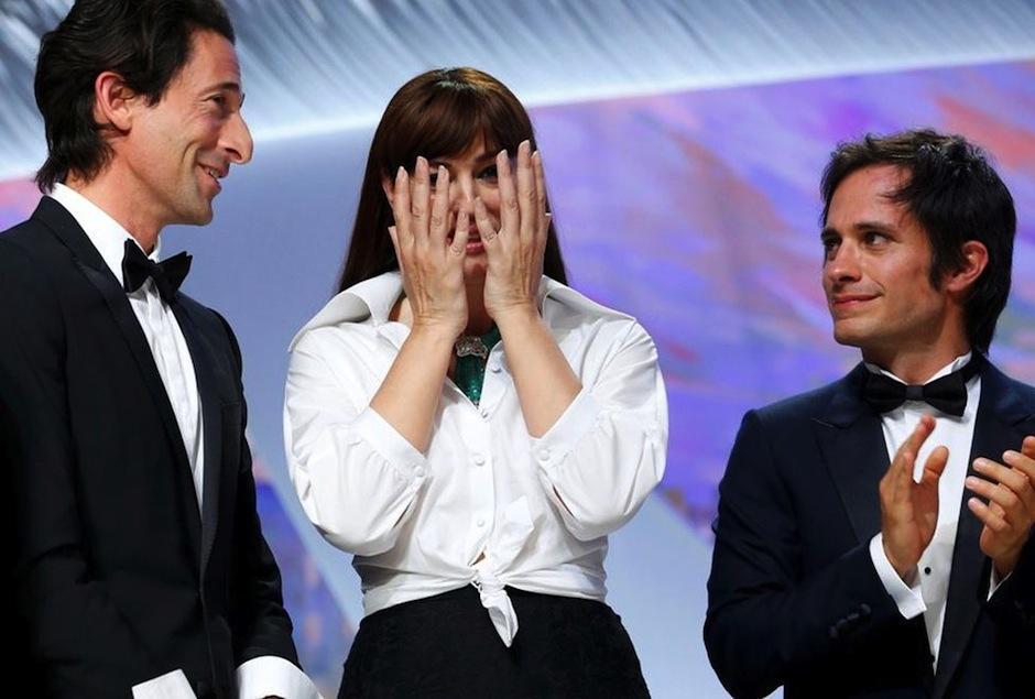 Gael García Bernal y Monica Bellucci comparten una escena picante en televisión. (Foto: Milenio)