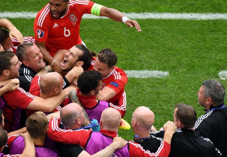 Gareth Bale abrió el camino del triunfo de Gales sobre Eslovaquia. (Foto: AFP)